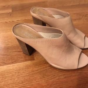 Nude peep-toe with wide heel